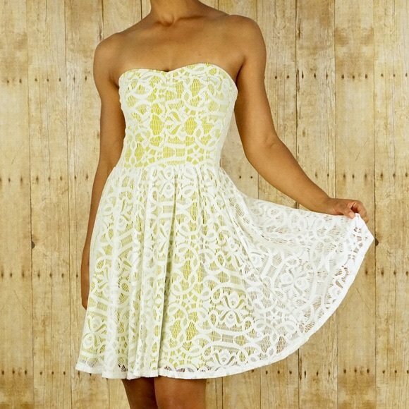 Guess Dresses & Skirts - Guess Strapless Lace Dress